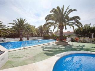 Ref 7.Casa para 8 personas con jardin, barbacoa, parking y piscina comunitaria.