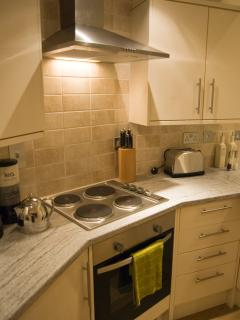 Modern, fully equipped kitchen with dishwasher, microwave, oven & hob