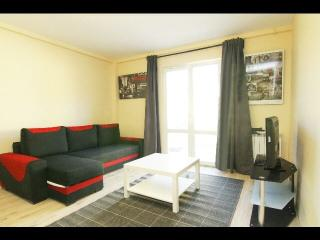 APARTMENT WITH GARDEN-, Pantin
