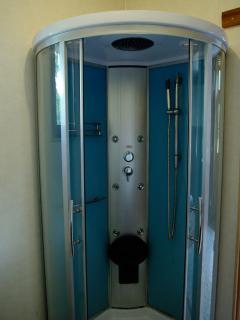 Salle d'eau chambre familiale - douche à jets