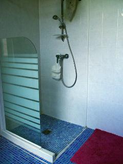 Salle d'eau - chambre parentale - douche à l'italienne