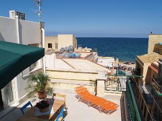 Appartamento di  mq 80 con terrazzi di mq,40, Bagheria
