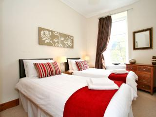 Twin or super king size bedroom