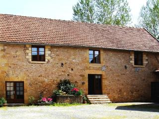 7 Bedroom House w/ Pool Sleeps 15 Dordogne Fishing, Aubas