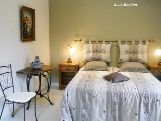 Familial suite Queen Size Bed