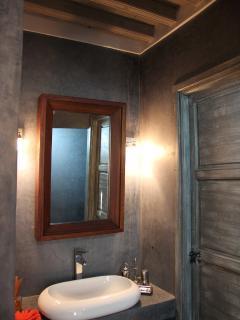 Bathroom, bed room Thania
