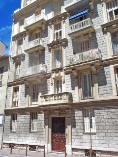 The belle-epoque apartmentbuilding -see 2nd floor apartment