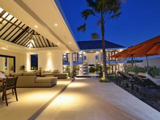 Echo Beach Duo (6 bedrooms), Canggu