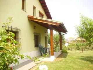 bonita casa verde typica asturiana