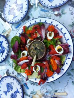 table d'hôtes: excellent local salads and organic food