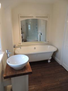 ensuite bathroom (to master bedroom)