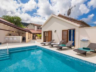 Luxury Hvar Villa w/heated pool