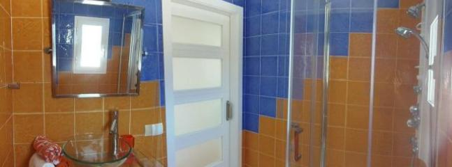 Baño dormitorio (2º) / Bathroom