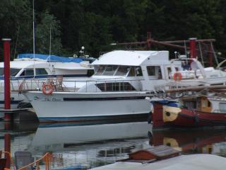 bateau-logement en bord de marne