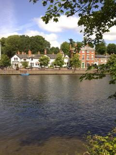 River House luxury holiday cottage, city centre, 3 double bedrooms, 2 bathrooms, 4 car spaces