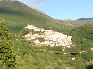 Nel cuore del Pollino in borgo medievale fittasi