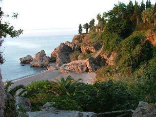 A un paso de la playa, zona parador, wifi gratis, Nerja