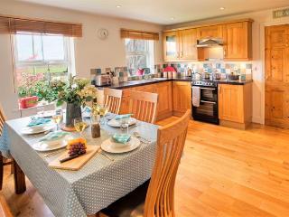 Seagrass Cottage - Open plan kitchen and dining area - perfect for family mealtimes