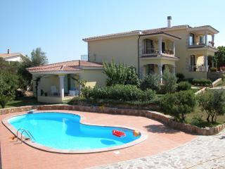 Appartamento in residence con piscina, San Teodoro