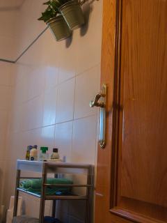 armarito con ruedas del baño