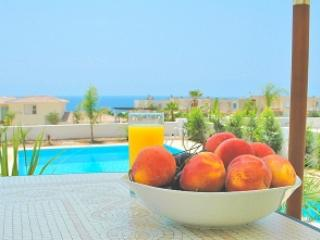 'Sunrise' 5* Villa in Coral Bay - NO BOOKING FEE - Wifi, Smart TV, Pool & BBQ
