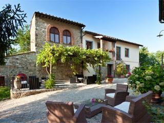 Radda in Chianti Apartment Sleeps 6 with Pool - 5762386