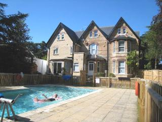 6 The Boltons - Town Centre with Heated Swimming Pool