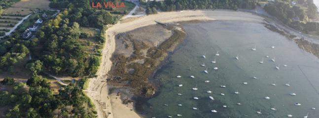 La Villa est à 100m de la plage
