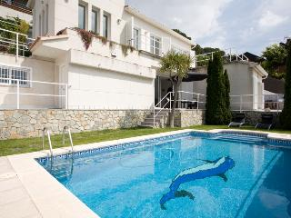 Full Sea Views Villa With Pool, BBQ, Cinema & Gym, Alella
