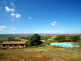 Secluded villa with private pool 90 kms from Rome, Lugnano in Teverina
