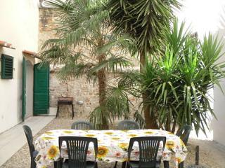 Three bedroom apartment with lovely private garden, central Florence location