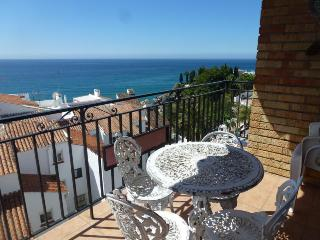 APARTAMENT BAHIA.  3 BEDROOMS APARTMENT IN THE CENTER OF THE TOWN WITH SEA VIEWS, Nerja