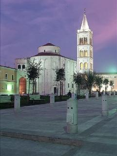 Zadar, Forum by night