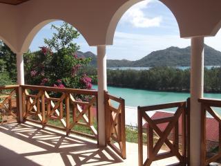 Baie S.te Anne strepitosa vista mare in zona tranquilla comoda a tutti i servizi, Isla Praslin
