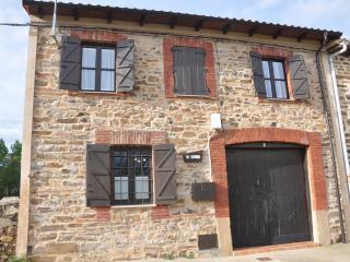 La Ponteja; casa de piedra en el valle del Duerna