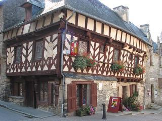 La Ville au Tady, Traditional longere near Josselin