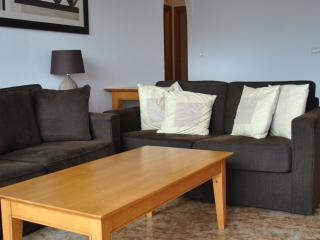 La Cinuelica R17 1st floor  apartment Calle JH Alhamed, lovely area for families