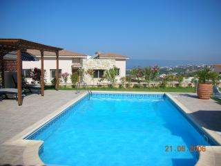 Spacious, modern, single storey, stunning views, Peyia