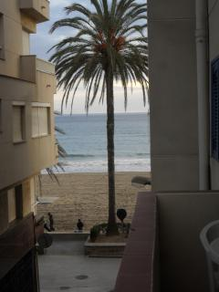 Preciosas vistas. Apartamento situado a escasos metros de la playa.