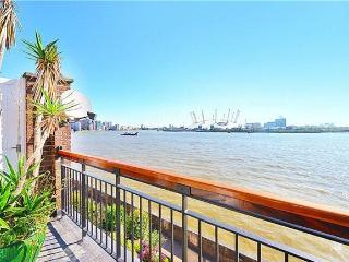 3 bed, 2 bath Waterside Condo in Central London