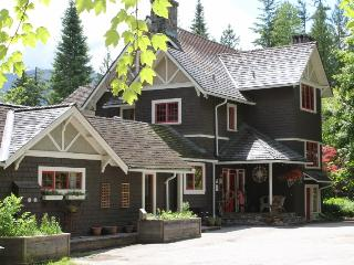Willow Point Vacation Suites - Myra's Cottage, Nelson
