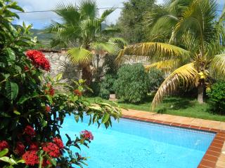 La Casa Amarilla - Outdoor swimming pool, parking, close to the beach, spacious