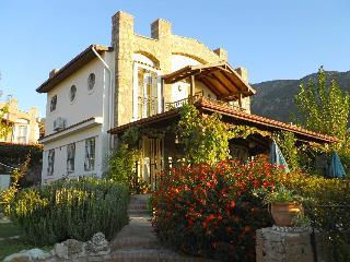 Villa Michaelmas, Ovacik