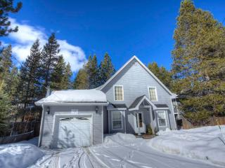Lake Tahoe Cottage with Jacuzzi Hot Tub ~ RA680, South Lake Tahoe