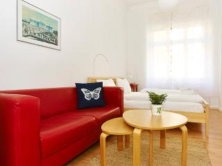 2 Bedroom with small private garden in Samariter neigborhood Friedrichshain, Berlijn