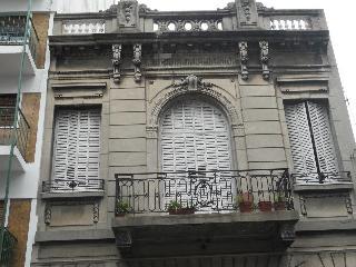 El frente del edificio!! la casa es en  dos pisos!!!