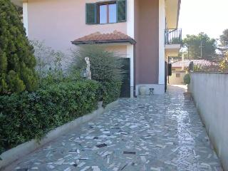 VILLA AT THE FOOT ETNA LOW COST !!!!!!!, Nicolosi