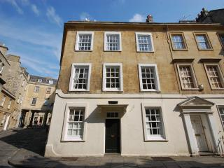 2707 Pierrepont Townhouse, Bath