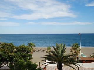 Vista al exterior desde la terraza. Playa de la Rada