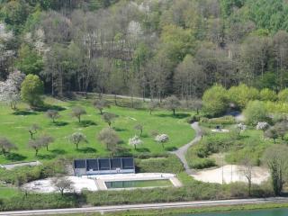 la piscine et la plaine de jeux